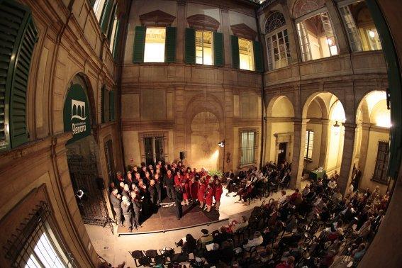 Coro nel Cortile del Palazzo